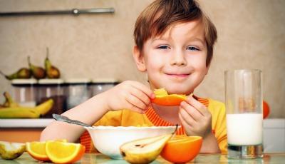 Crianças que comem como adultos