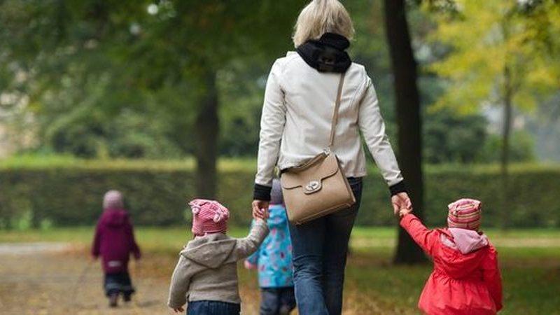 Governo quer licenças de trabalho parcial pagas para pais no primeiro ano dos filhos