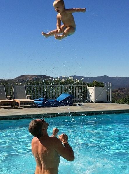 Jessica Simpson partilha foto espetacular do filho
