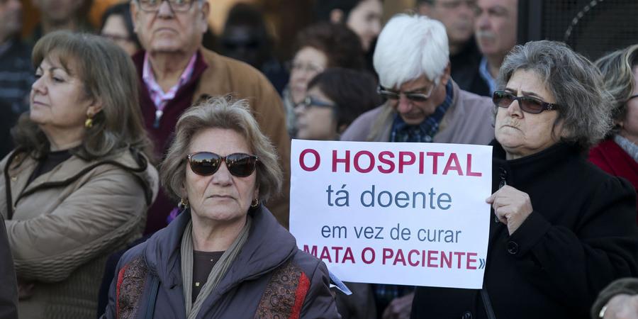 Utentes em protesto por melhores condições no Centro Hospitalar do Algarve