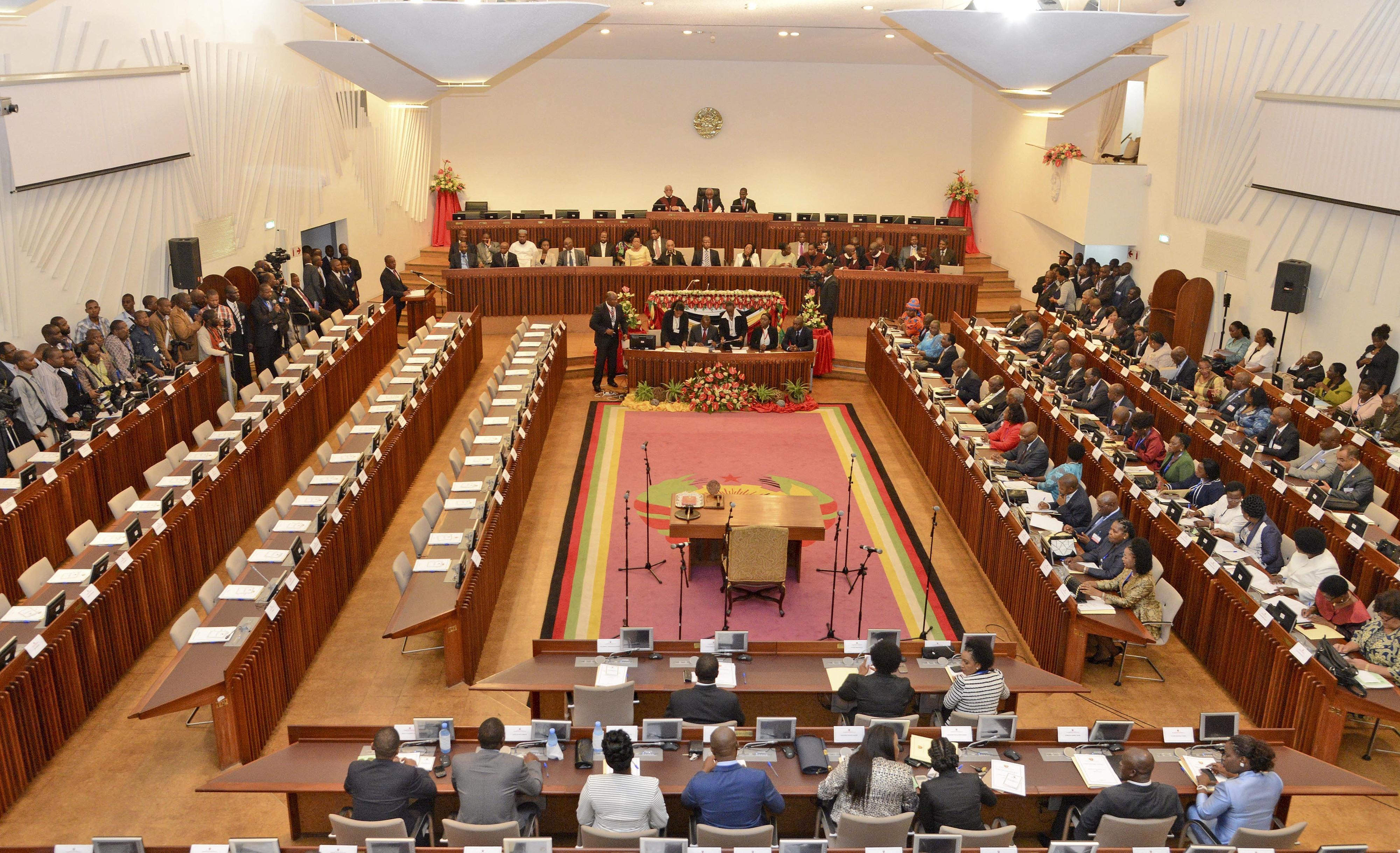 Mo ambique o pa s lus fono com maior n mero de mulheres for Numero legale parlamento