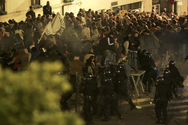 Carga policial do Corpo de Intervenção da PSP sobre os manifestantes