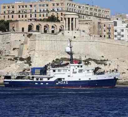 Casal de filantropos lançou navio para salvar emigrantes perdidos no Mediterrâneo
