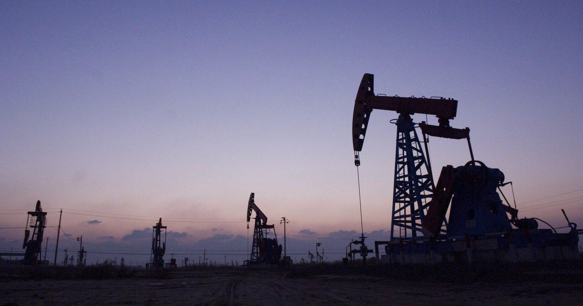 Produção de petróleo no Irão cai 2% em julho para 2,2 milhões de barris diários