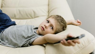 O seu filho vê muita televisão?