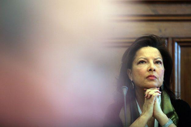 A deputada Gabriela Canavilhas esclarecerá algumas dúvidas relativas ao projeto de lei sobre a Cópia Privada