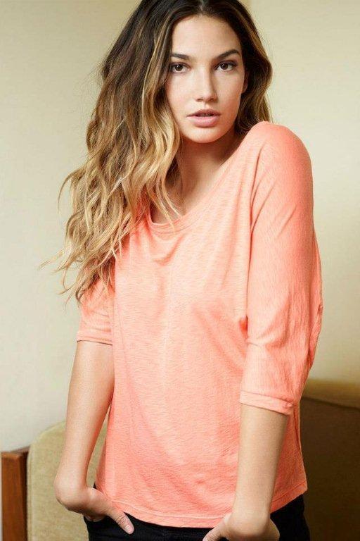 Lily Aldridge lança linha de roupa