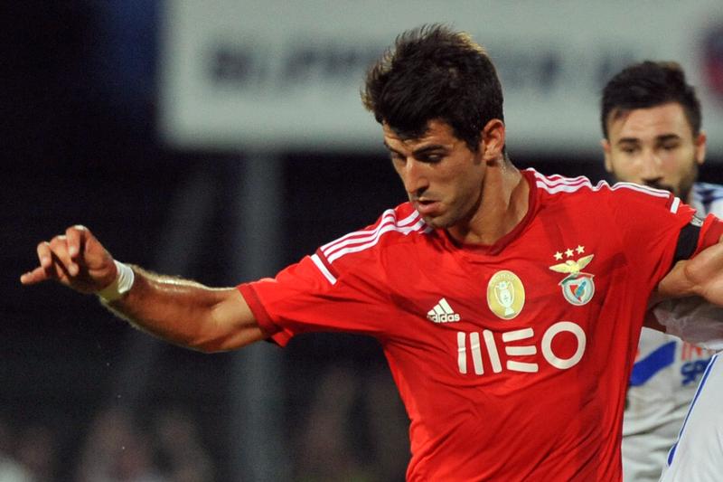 Nélson Oliveira regressa ao Benfica no verão