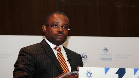 Governo angolano quer emitir 1,3 mil milhões de dólares em títulos de dívida soberana