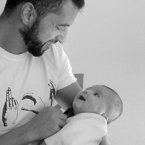 Simão Sabrosa posa com o seu bebé