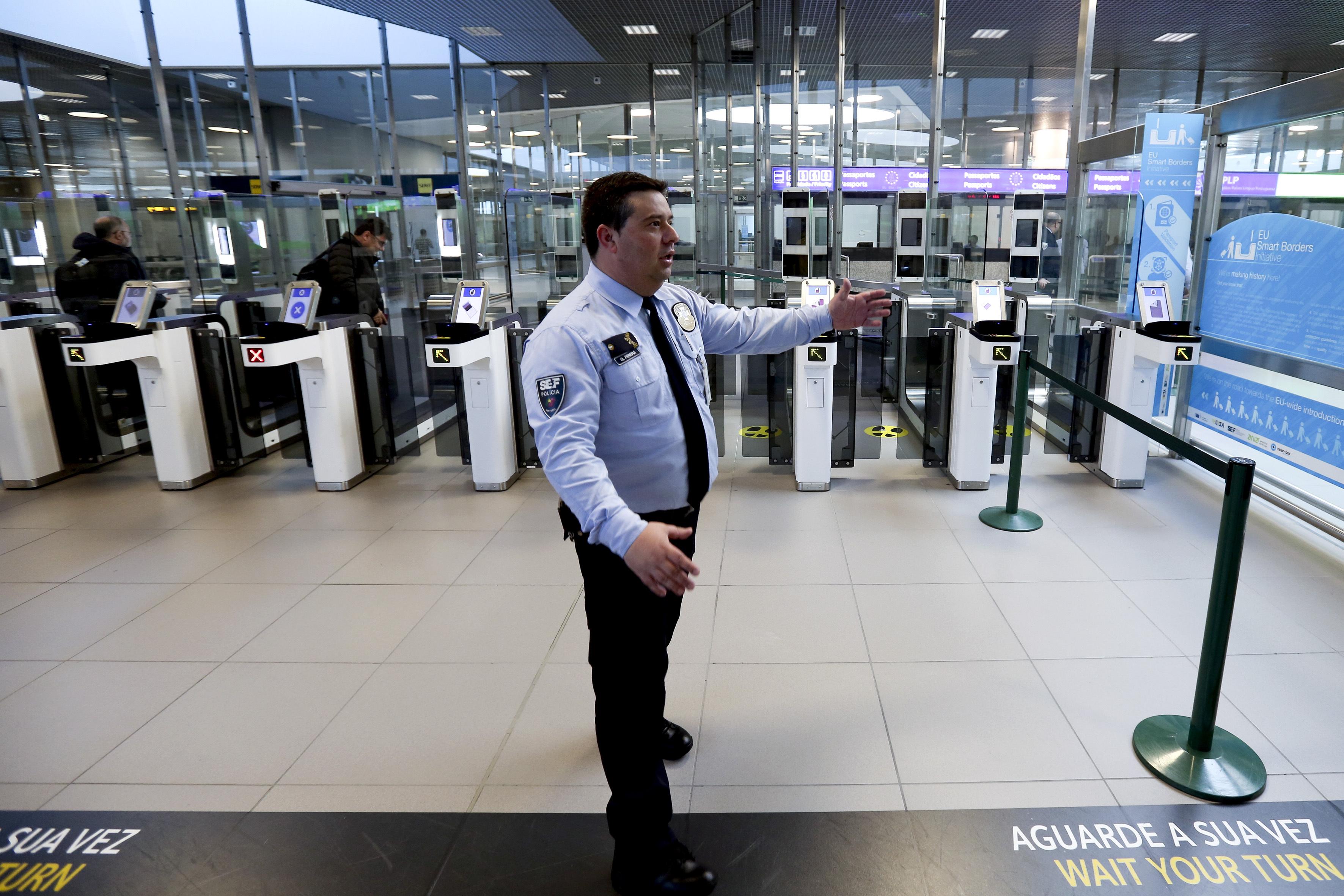 Aeroporto de Lisboa terá mais 45 inspetores do SEF em junho